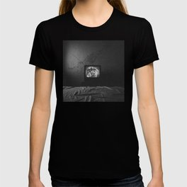 Vaporwave kiss on tv T-shirt
