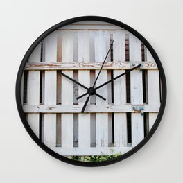 BUiLDiNG THE WHiTE PiCKET FENCE Wall Clock