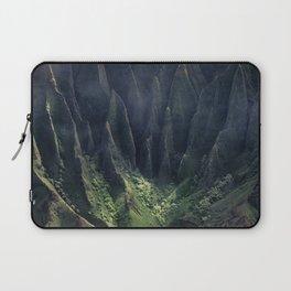 Breathtaking Hawaii Hanging Over Coastal Cliffs Laptop Sleeve