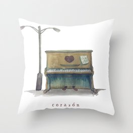 Corazón Throw Pillow