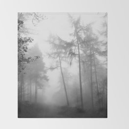 TROUGHT THE FOREST Throw Blanket