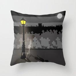 HaPPy CrEEpY HaLLoWeeN! Throw Pillow