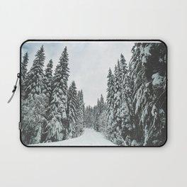 WALKING IN A WINTER WONDERLAND Laptop Sleeve