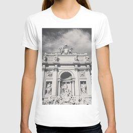 Trevi Fountain, black & white photography of Rome, fine art architecture, italian architectural love T-shirt