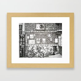 Un vélo en Chine Framed Art Print