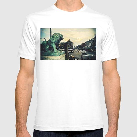 Kyoto temple entrance T-shirt