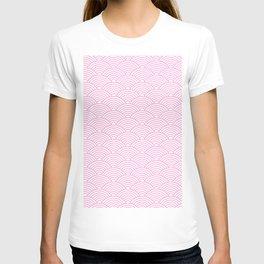 Japanese Waves (Pink & White Pattern) T-shirt