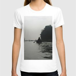 Silhouette Rowing Boats River Mountains, Tam Coc, Vietnam T-shirt