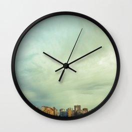 Grandes pequeños humanos Wall Clock