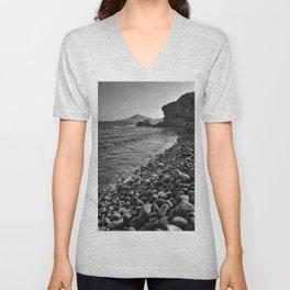 Carnaje Beach. Bw Unisex V-Neck