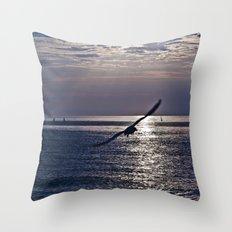 liberta infinita Throw Pillow