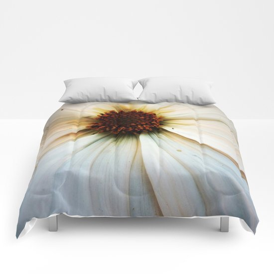 Gaïa (with a little ant) Comforters