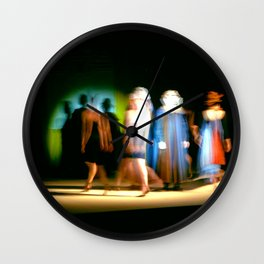 La foule défile. Wall Clock