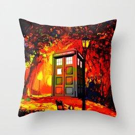 tardis starry nigh - oranye Throw Pillow