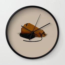 Castoro circondato da un millepiedi Wall Clock