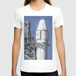 CRS-8 (2016) Falcon 9 and Dragon vertical on Pad 40 at Cape Canaveral FL T-shirt