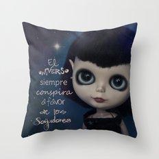 Soñadores Throw Pillow