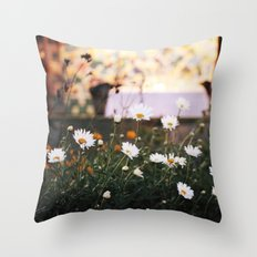 Everything's coming up daisies Throw Pillow