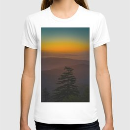 Pretty Pastel Yellow Red Green Sunset With Lone Pine Tree Silhouette T-shirt