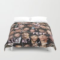 louis tomlinson Duvet Covers featuring Louis Tomlinson - Collage by Pepe the frog