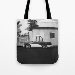 The Cuban Kingpin - Vintage car in the streets of Cuba (black & white) Tote Bag