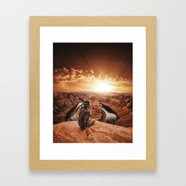 man on top of horse shoe bend Framed Art Print
