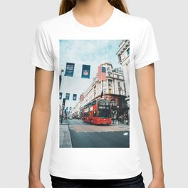 London Bus at Piccadilly Square by James Connolly T-shirt