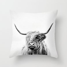portrait of a highland cow - vertical orientation Throw Pillow