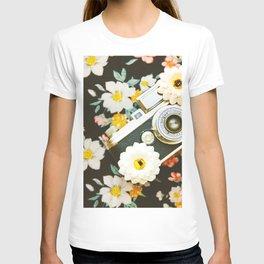 Floral Vintage Camera (Color) T-shirt