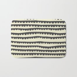 Scalloped Garland Bath Mat