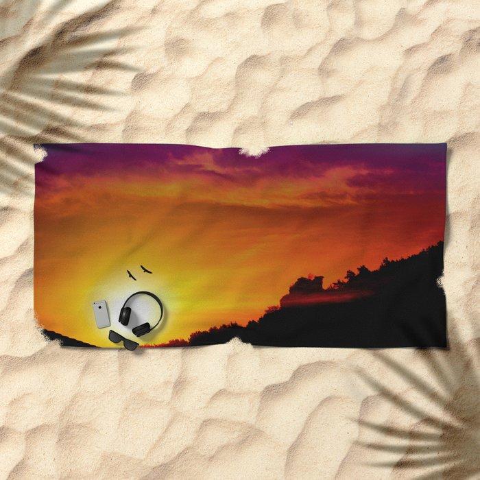 At the rising sun Beach Towel
