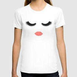 eyelashes with lips T-shirt