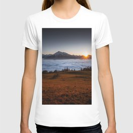 MOUNTAIN SUNSET ABOVE THE SEA OF FOG T-shirt