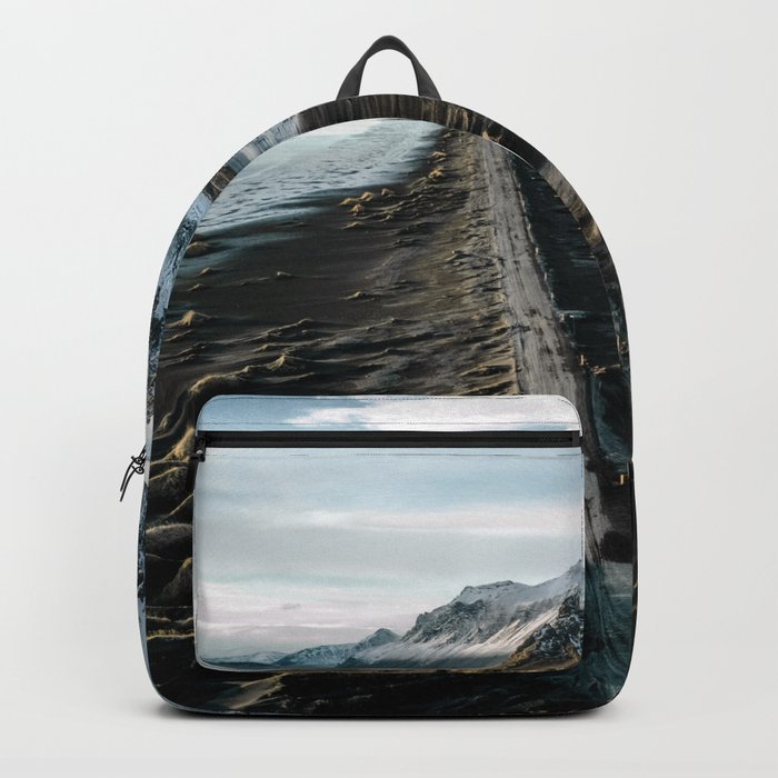 Icelandic black sand beach and mountain road - landscape photography Rucksack
