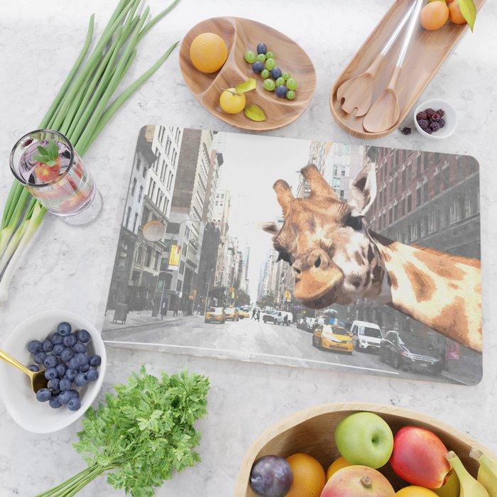 Selfie Giraffe in New York Cutting Board