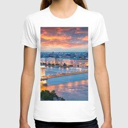 World Popular Széchenyi Chain Bridge Danube River Budapest Hungary Europe Romantic Sunset Ultra HD T-shirt
