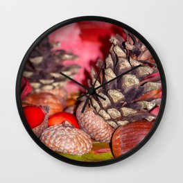 Hazelnuts in arbores autumnales Wall Clock