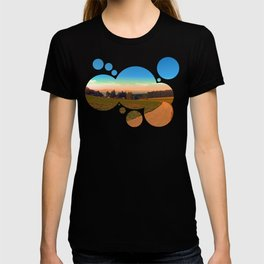 Hiking into the sunset | landscape photography T-shirt
