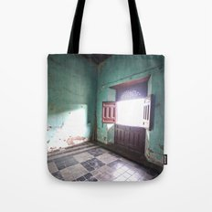 There will be a light Tote Bag