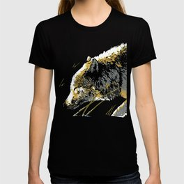 The Timber Wolf walking in the Snow T-shirt