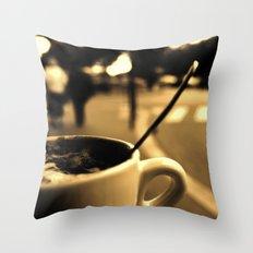 Mon Paris - Un café à Paris Throw Pillow