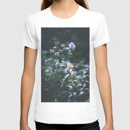 Butterfly on the wild purple flowers T-shirt
