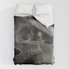 STRINGS AND BONES Comforters