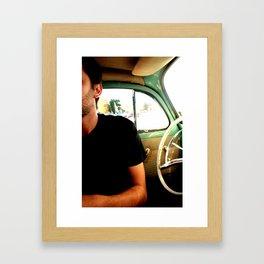 Mitad hombre Mitad volante Framed Art Print