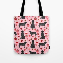Black Lab valentines day pattern gifts dog pattern with hearts and cupcakes perfect for valentine Tote Bag