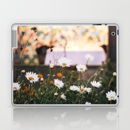 Everything's coming up daisies Laptop & iPad Skin