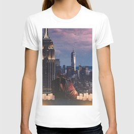 new york city couple and skyline T-shirt