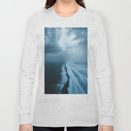 Moody Black Sand Beach in Iceland - Landscape Photography Long Sleeve T-shirt