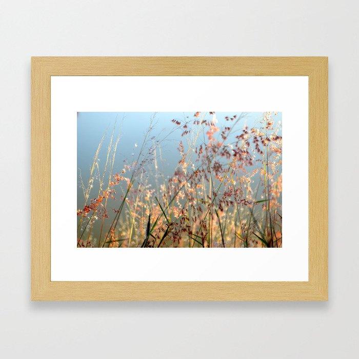 Baila con el viento  Framed Art Print