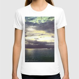 Vintage Sunset Waters : St Lawrence River 1901 T-shirt